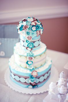 Blue and Brown Diaper Cake   Baby Shower  www.lifeandbaby.com