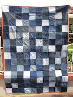 Tin Whistle: Moody Blues denim quilt (Great inspiration quilt...love the color contranst in binding)