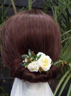 Flower Comb White flower comb wedding comb White Bridal | Etsy Flower Crowns, Flower Hair, Flowers In Hair, Dried Flowers, Purple Flowers, White Flowers, Floral Headpiece, Hair Combs, Different Flowers