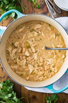 An easy recipe for the BEST, easy White Chicken Chili! An easy recipe for the BEST, easy White Chicken Chili! Dutch Oven Chili Recipe, Best White Chicken Chili Recipe, Creamy White Chicken Chili, Dutch Oven Recipes, White Chili, Dutch Oven Chicken, Oven Chicken Recipes, Dutch Oven Cooking, Soup Recipes