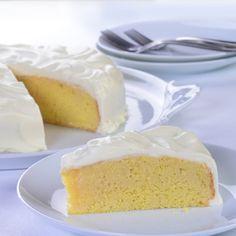 Deléitate disfrutando de un cremoso pastel que se derretirá en tu boca. ¡Su combinación de leches y ...