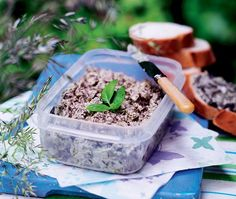 This vegetarian mushroom pâté recipe is quick and easy to prepare. You can prepare ahead and keep it in the fridge before taking on a picnic. Asda Recipes, Pate Recipes, Best Cake Recipes, Vegan Recipes, Prawn Fritters, Picnic Menu, Green Pesto, Cottage Pie, Stuffed Mushrooms