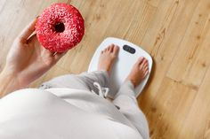 Those donuts could be killing you! Obesity or weight gain can lead to serious health problems. Slimming World Syns, Slimming World Recipes, Weight Loss Blogs, Weight Gain, Syn Calculator, Combattre Le Stress, Whole 30 Diet, Calories, Healthy Life