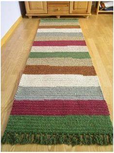 Tapetes Diy, Circle Table, Crochet Rug Patterns, Crochet Rugs, Painting Carpet, Knit Rug, Crochet Carpet, Long Rug, Crochet Home Decor