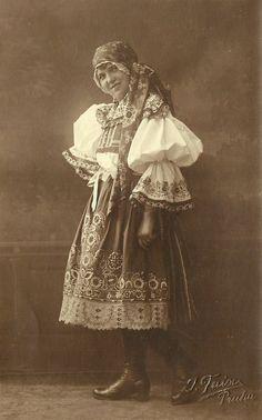 Folk Costume, Costumes, Drawing Wallpaper, Folk Clothing, European Countries, The Shining, Eastern Europe, Czech Republic, Traditional Dresses