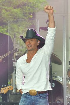 Tim McGraw Photos: Tim McGraw Performs on the 'Today' Show Best Country Music, Country Music Artists, Country Music Stars, Country Men, Country Singers, Tim Mcgraw Concert, Gorgeous Men, Beautiful People, Tim And Faith