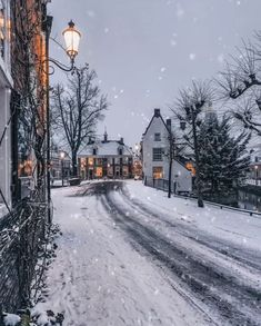 ❄️☃️ Let it snow, let it snow, let it snow ❄️ Turn on the sound and enjoy the music 😍 Tag someone who will love this ☃️ Winter Snow Wallpaper, Christmas Wallpaper, Winter Szenen, Winter Time, Winter Cabin, Winter Sunset, Winter Night, Winter Holidays, Christmas Scenes