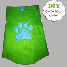 Create this cute and easy DIY Cat Shirt with this easy to follow tutorial.  Your cat (or even dog) will surely become a fashionista in no time. Cat Shirts, Dog Shirt, Diy Projects To Try, Drink Sleeves, Easy Diy, Costumes, Crafty, Dogs, Cute