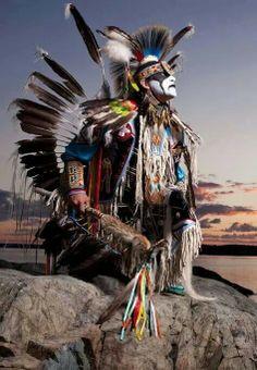 🌟🌟Beautiful and Fabulous Native American Warrior🌟🌟 Native American Warrior, Native American Pictures, Native American Artwork, Native American Beauty, American Indian Art, Native American Tribes, Native American History, American Indians, Arte Plumaria