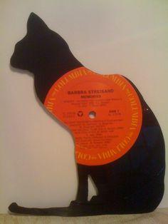 Scroll saw/wood/chalkboard idea 12 Vinyl Record Projects, Vinyl Record Art, Vinyl Art, Vinyl Music, Dj Music, Records Diy, Old Records, Cd Crafts, Vinyl Crafts