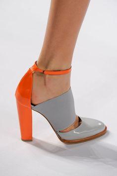 Eine Art Lou Lou Leben - A Lou Lou kind of life lacoste f / w 2013 Women's Shoes, Shoes 2018, Hot Shoes, Me Too Shoes, Shoe Boots, Fall Shoes, Shoes Style, Shoes Sneakers, Talons Oranges