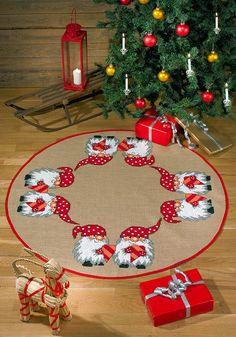 Permin, Juletrematte Hjertenisser, 451936, Broderes med akrylgarn i utregnede kors- og attersting på naturfarget jutevev, 4 tråder/cm