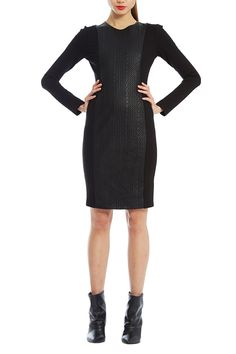 A fitted dress perfect to show off your curves. With it's panelled design it's a guaranteed flattering look.