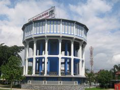 A huge water tower in the center of Magelang Town. #magelang #pulkam2014