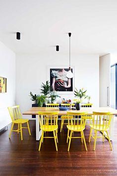 Décor do dia: sala de jantar neutra com toque de amarelo (Foto: Reprodução)