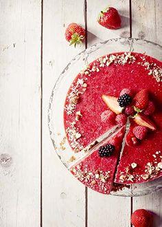 Cheesecake met cashewnoten en frambozencoulis