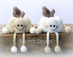Free crochet pattern amigurumi Halloween pumpkins.