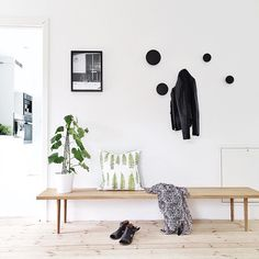 The 'Berlin swim' print in a summery hallway by @funksjonelt