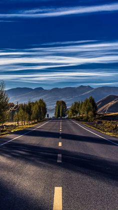 Sometimes I wish, I could drive Roads like this one, with your favourite songs playing in loop.and I will be blessed if you are with me Best Nature Wallpapers, Beautiful Nature Wallpaper, Beautiful Landscapes, Beautiful Roads, Beautiful Places, Beautiful Pictures, Scenery Pictures, Nature Pictures, Fall Pictures