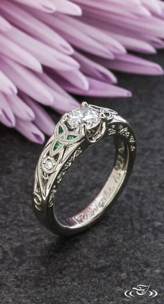 Emerald and Diamond Celtic Engagement Ring Smaragd und Diamant keltischen Ve. Celtic Engagement Rings, Celtic Wedding Rings, Wedding Rings Vintage, Engagement Ring Settings, Solitaire Engagement, Vintage Engagement Rings, Wedding Jewelry, Solitaire Diamond, Diamond Rings