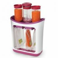 Squeeze Station - Fresh Squeezed Puts homemade baby food into squeezable to go pouches.will be great for homemade baby foods! Available at Toys 'R' Us Toddler Meals, Kids Meals, Toddler Food, Toddler Shoes, Baby Food Makers, Baby Food Storage, Baby Gadgets, Tech Gadgets, Baby Shower