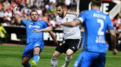 @Getafe Mehdi Lacen y Alexis Ruano presionan a Álvaro Negredo del Valencia #9ine