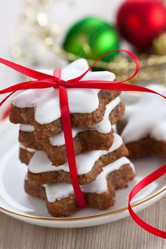 Zimsterne German Cinnamon Stars are a classic Christmas cookie that originated in Bavaria. http://www.acleandiet.com/desserts-2/zimsterne-german-cinnamon-stars/