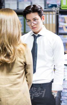 Ji Chang Wook looked at Nam Ji Hyun in Suspicious Partner Ji Chang Wook Smile, Ji Chang Wook Healer, Ji Chan Wook, Suspicious Partner Kdrama, Ji Chang Wook Photoshoot, A Love So Beautiful, Weightlifting Fairy Kim Bok Joo, Kdrama Actors, Asian Men