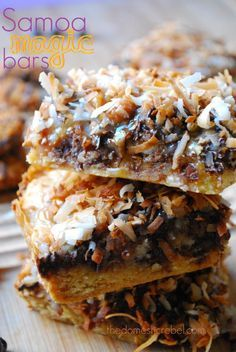 Samoa Magic Bars are magical indeed! Topped with layers of Samoa goodness like rich caramel, gooey chocolate and nutty toasted coconut. Scrumptious! #samoas #coconut #chocolate #caramel