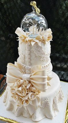 Wedding cake re-do the middle but LOVE the top.