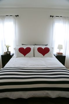 Home Design and Interior Design Gallery of Beautiful Red Heart DIY Accent Pillows Romantic Bedroom Diy Pillows, Accent Pillows, Bed Cover Design, Pillow Design, Romantic Bedroom Decor, Heart Pillow, Home Bedroom, Bedrooms, Bed Sheets