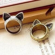 Once upon a time there was a cute cat ring This Cat's Meow Retro Ring is ultra vintage-styled and available in size made of bronze metal alloy and forged into Boho Vintage, Looks Vintage, Vintage Rings, Vintage Fashion, Vintage Style, Retro Fashion, Fashion Fashion, Korean Fashion, Retro Vintage
