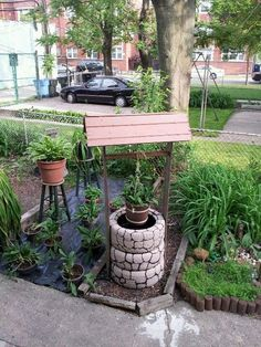 DIY Tire Wishing Well Planters, a unique way to recycle old tires for garden decoration Diy Garden Projects, Garden Crafts, Outdoor Projects, Outdoor Decor, Craft Projects, Tire Planters, Garden Planters, Painted Brick Exteriors, Tyres Recycle