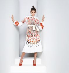 Explore the new Fendi Women's Spring/Summer 2019 Advertising Campaign shot by Karl Lagerfeld, featuring models Kaia Gerber, Adut Akech and Anok Yai. Kaia Gerber, Karl Lagerfeld Fendi, Vogue Paris, Mannequins, White Women, Coco Chanel, Celebrity Pictures, Fashion Photo, Editorial Fashion