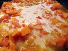 Die vegane Lasagne mit Hokkaido, Bio Hafer Cuisine, Möhren und Zwiebeln köcheln lassen
