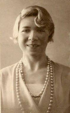 Alfonsina Storni Martignoni (Sala Capriasca, Suiza, 22 o 29 de mayo de 1892 – Mar del Plata, Argentina, 25 de octubre de 1938) fue una poetisa y escritora argentina del modernismo.