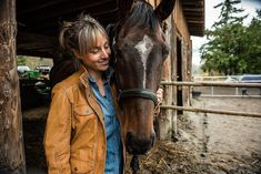 Tricks like giving a hug are easy to teach horses and fun for you. Learn how you can easily teach your horse or pony to give a hug. Using treats and praise teach your horse to give you a hug. This articles describes how to teach your this trick behavior.