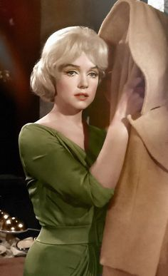 Her facial expression here is so sad more like she really did feel like this all the time RIP Marilyn
