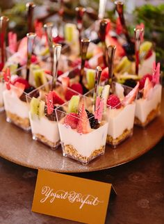 As we head into more summer events, we wanted to get creative with our go-to brunch dishes! These are the best creative brunch bites for your next party. # Food and Drink ideas bridal shower Creative Brunch Bites for Your Next Party - Inspired By This Dessert Party, Snacks Für Party, Brunch Party Foods, Brunch Appetizers, Baby Shower Appetizers, Brunch Finger Foods, Party Desserts, Mini Desserts, Baby Shower Finger Foods