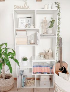 Misure XS: 28 x 80 x H160,8 cm Teen Bedroom, Room Decor Bedroom, Bookcase Shelves, My Dream Home, Sweet Home, New Homes, House Design, Interior Design, Fashion Studio