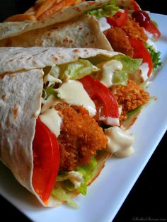 Sweet Side: Tortilla with Crispy Chicken and Honey-Mustard Sauce - Jedzenie - Makaron Honey Mustard Sauce, Crispy Chicken, Food Cravings, Street Food, Food And Drink, Snacks, Meals, Cooking, Ethnic Recipes