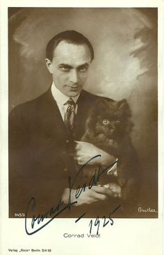Conrad Veidt and dog The Man Who Laughs, Silent Film Stars, Movie Stars, Hollywood Actor, Old Hollywood, Classic Hollywood, Conrad Veidt, Silent Horror, Old Portraits
