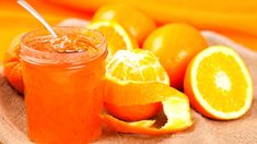 Že zavařování a zima k sobě příliš nejdou? Ale ano! Využijte sezony citrusového ovoce v obchodech a připravte si čerstvou a lahodnou domácí marmeládu z pomerančů. Výroba je jednoduchá a chuť úžasná. Grapefruit, Preserves, Pickles, Orange, Food, Smoothie, Syrup, Smoothies, Preserve