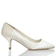 A(z) 29 legjobb kép a(z) Esküvői cipők   Wedding shoes táblán  824b53c0a4