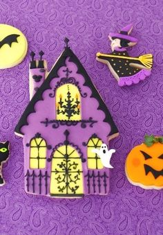 Scary house cookie #Halloween