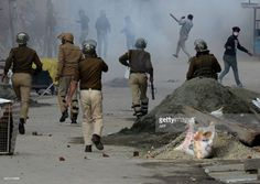 protest clashes in srinagar kashmir 20-10-2015