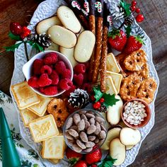 Charcuterie Platter, Charcuterie And Cheese Board, Charcuterie Ideas, Cheese Boards, Holiday Snacks, Holiday Recipes, Party Food Platters, Party Trays, Beef Tenderloin Roast
