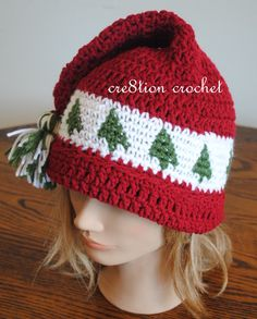 Pattern for a free Christmas hat crochet pattern- Lots of other FREE Christmas crochet patterns available.