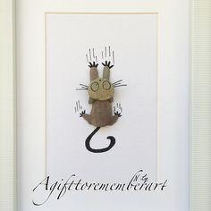 """Falling cat"" #agifttorememberart #pebbleart #etsy #etsyseller #makersgonnamake #handmadewithlove #art #artwork #roomdecor #cat #catlover…"