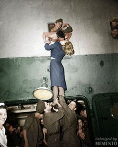 Marlene Dietrich kisses a soldier returning home from World War II, 1945 (by Irving Haberman) Vintage Romance, Vintage Love, Vintage Beauty, Vintage Pictures, Old Pictures, Old Photos, Soldiers Returning Home, The Kiss, Old Fashioned Love